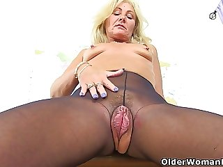 UK milf Ellen has the most inviting cunt I have ever seen