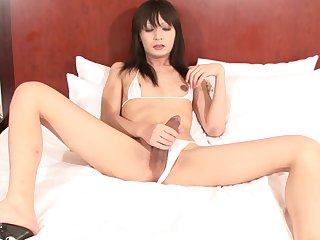 Skinny and tempting tranny jerking off in a hotel room
