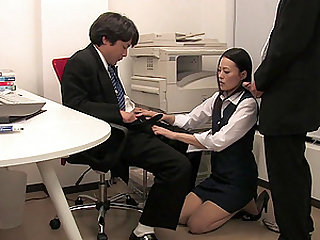 Mai Mizusawa likes to blow two strong dicks at the same time