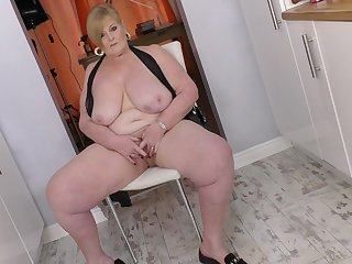 Mature BBW sizzles in a sexy black latex dress