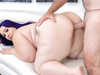 Fat Knockout Alexxxis Allure Invites Him to a Dreamlike Fuck Session
