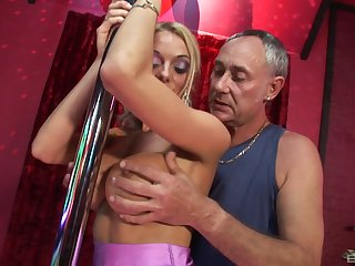 Fascinating blonde helps the experienced lover to cum once again